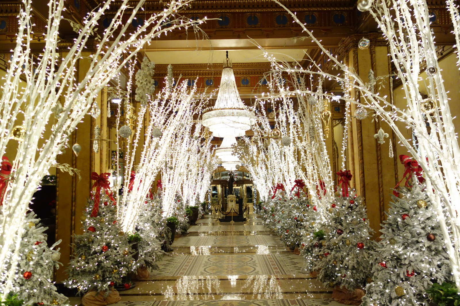 Roosevelt Hotel Christmas Decorations