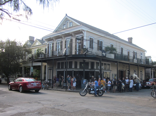 Cheaper eats where to eat free food in new orleans for Food bar new orleans