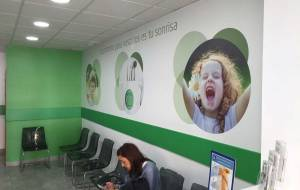 decoración interior de clínica dental, marketing dental, publicidad para clínicas dentales