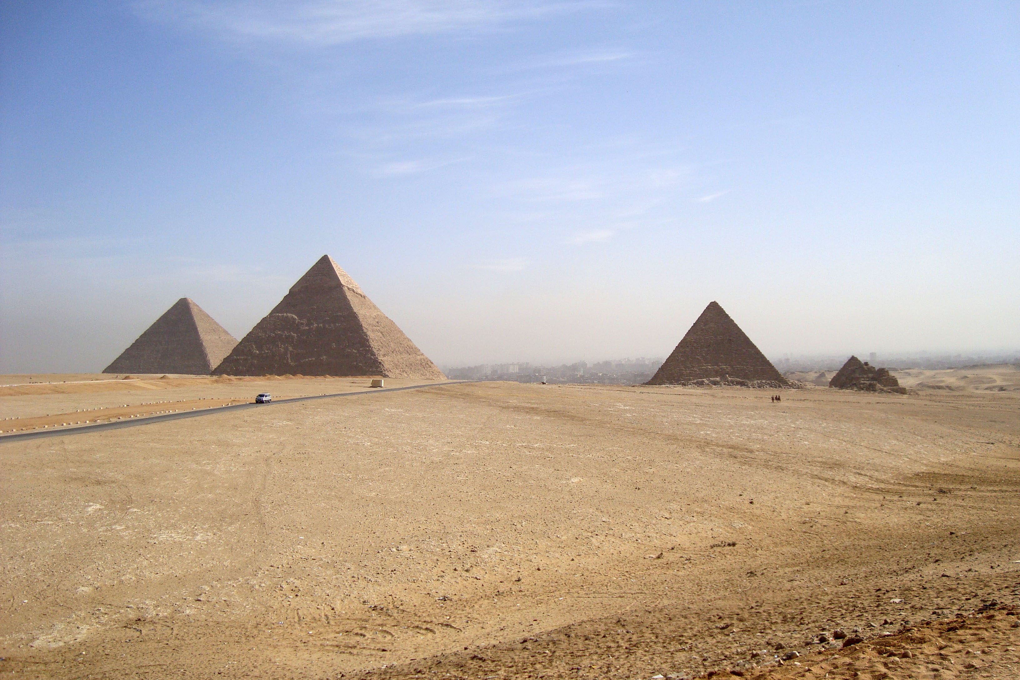 Egypt Pyramids Hd Wallpapers Desert Landscape And Pyramids At Giza Egypt Image Free