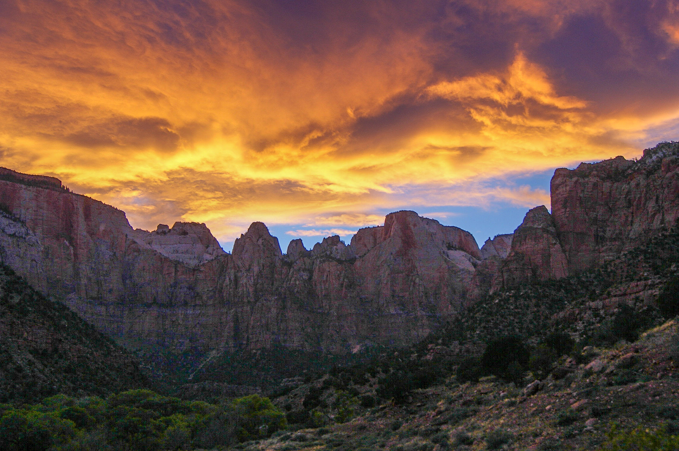 Fall Hills Wallpaper Dusk And Sunset Skies Over Zion National Park Utah Image