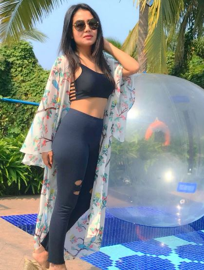 Comedy Wallpaper With Quotes In Hindi Dp Neha Kakkar Ki Photo And Images Neha Pics And
