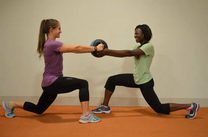 Lunge Hand-Off