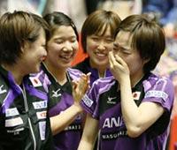 準々決勝でオランダに勝利し、感極まる日本5番手の石川佳純