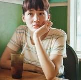 綾瀬はるか 最新写真集での三十路超え水着カットに「今さら」「ズレてる」の声