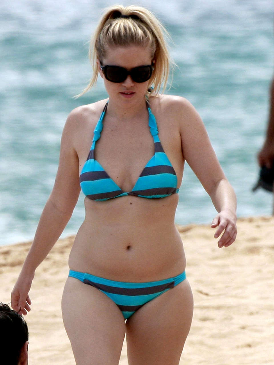 Teen Wallpapers For Girls Amber Meade Bikini Candids In Hawaii 04 Gotceleb