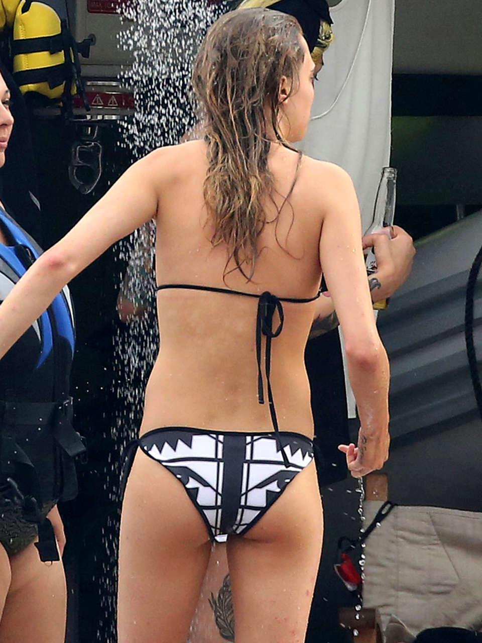 Poppy Wallpaper For Iphone Cara Delevingne In Bikini In Monaco 13 Gotceleb