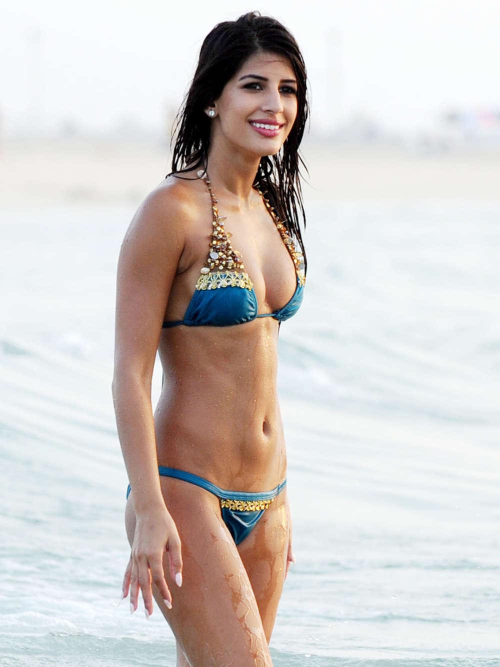 Beautiful Girl Wallpaper Santa Banta Jasmin Walia In Bikini 02 Gotceleb