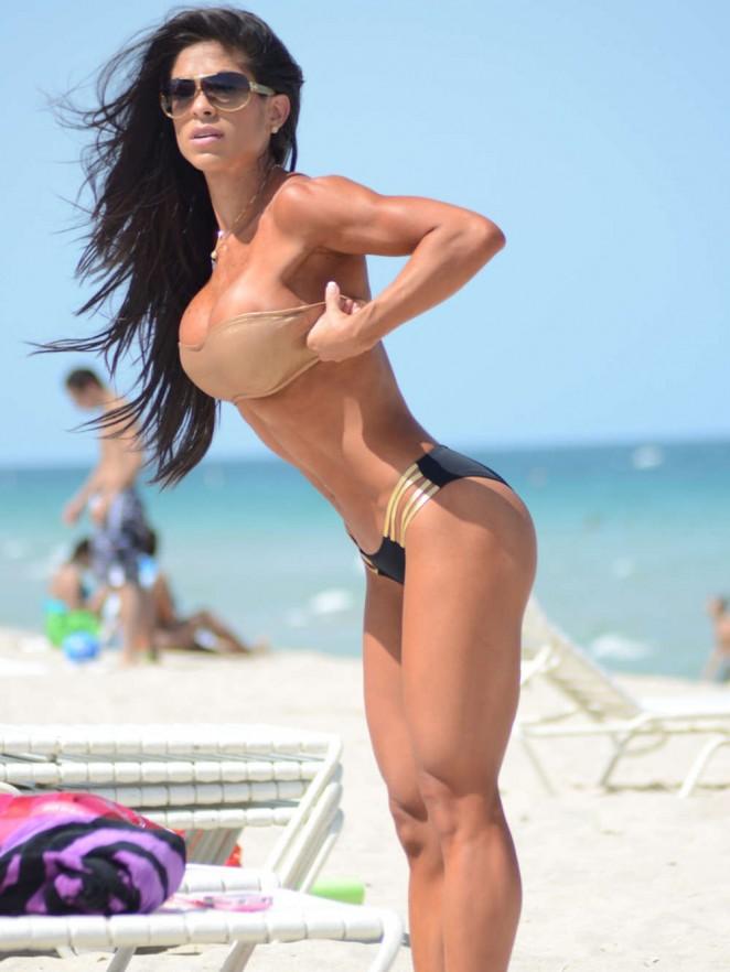 Charlize Theron Wallpaper Iphone Michelle Lewin Hot Bikini Photos 06 Gotceleb