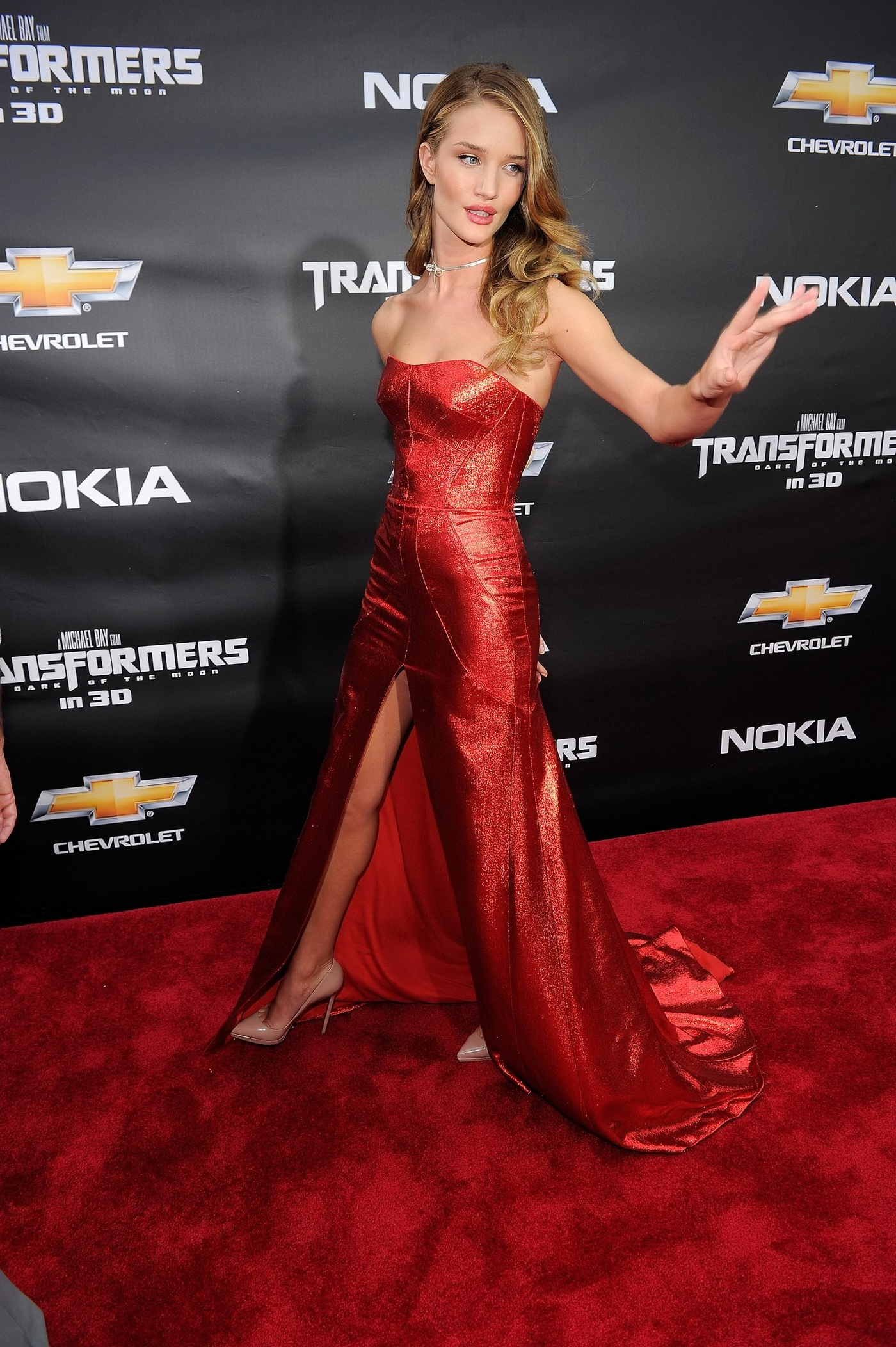 Kollywood Wallpapers Hd Rosie Huntington Whiteley In Red Dress At Transformers 3