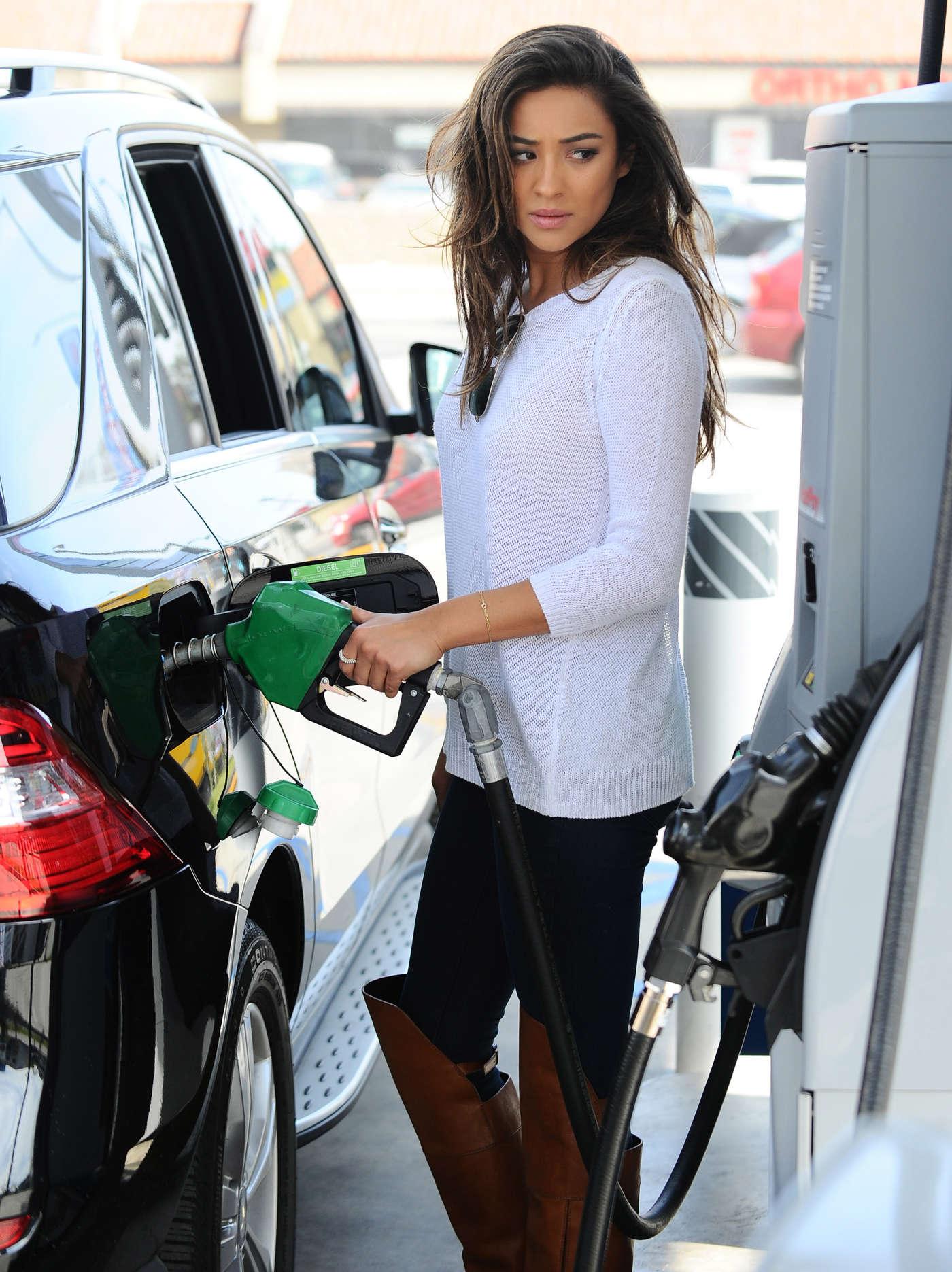 All Cars Symbols Wallpaper Shay Mitchell Getting Gas In La Gotceleb
