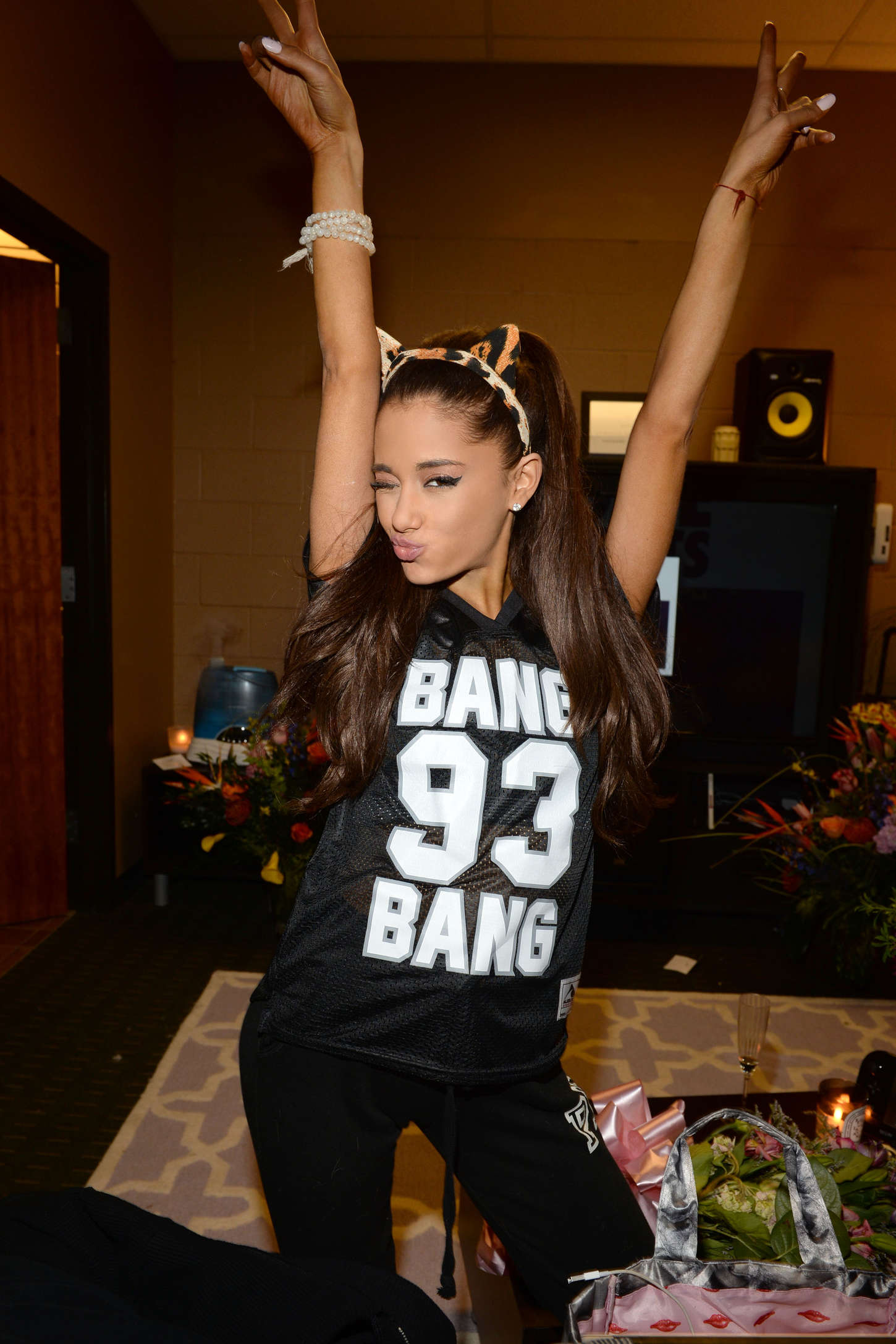 Swag Girl Wallpaper 1920x1080 Ariana Grande Opening Night Of The Honeymoon Tour 2015