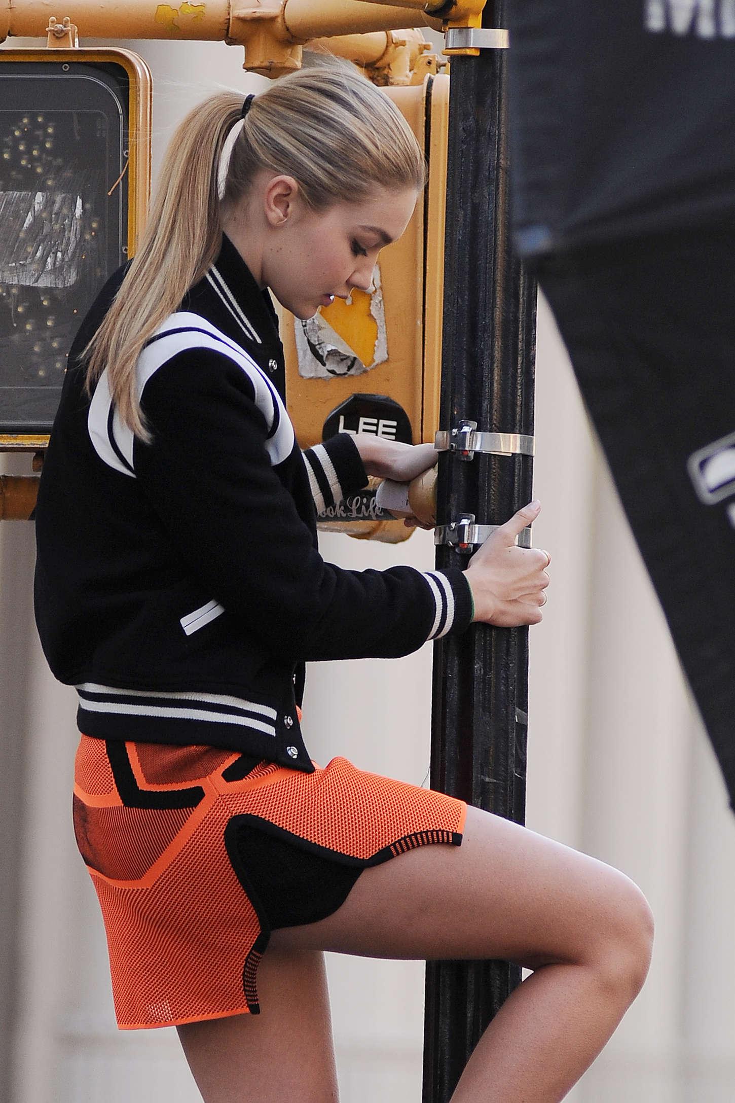 Christian Wallpapers For Girls Gigi Hadid In Orange Mini Skirt On Photoshoot In Nyc