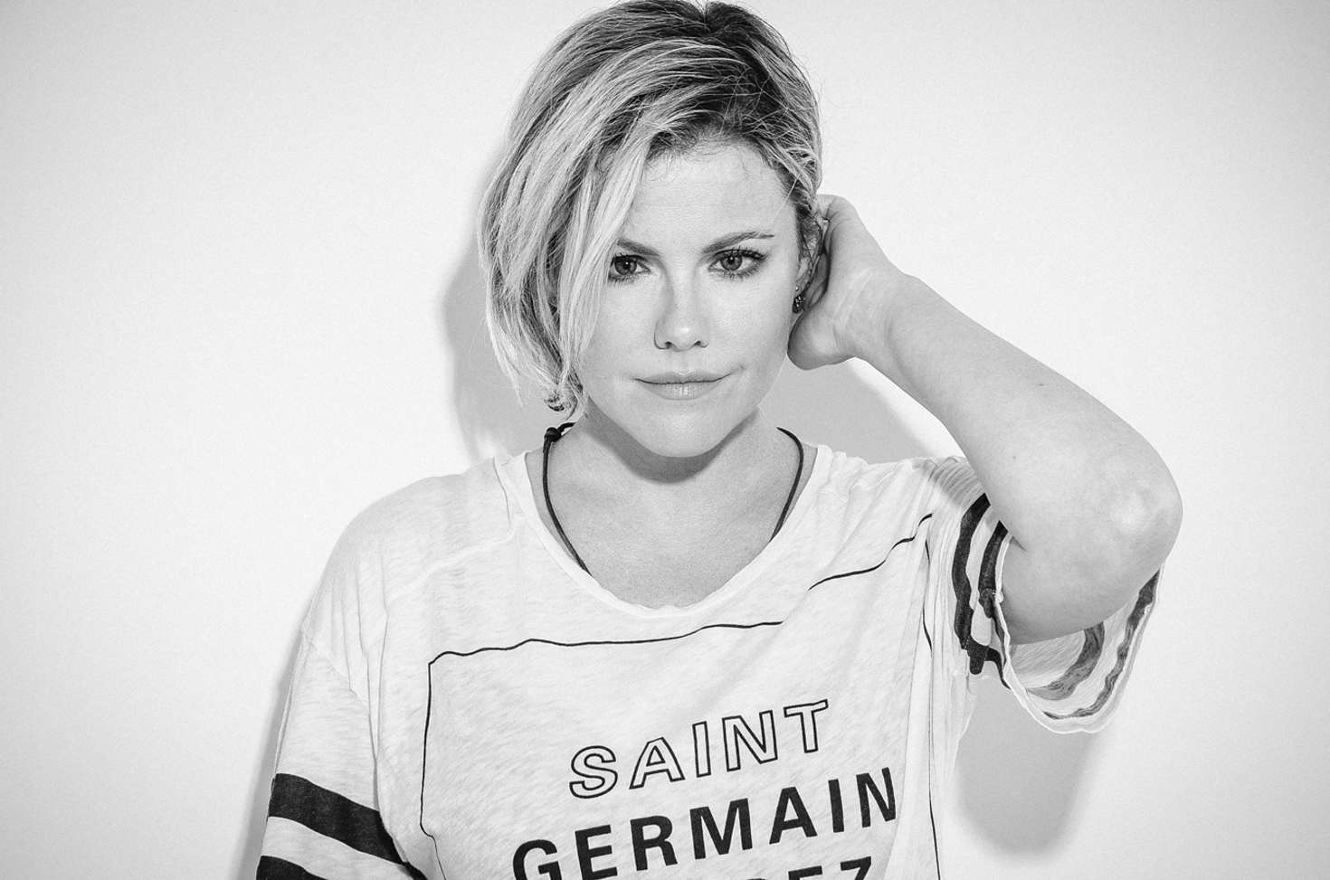 Fall In Paris Wallpaper Kathleen Robertson Issue Magazine 2015