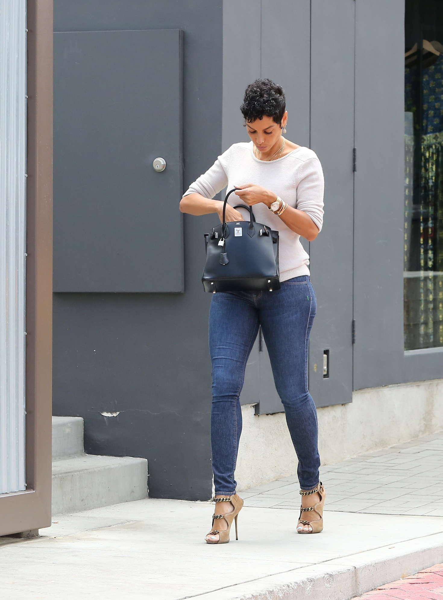 Cars 2 Live Wallpaper Nicole Murphy In Tight Jeans Shopping 03 Gotceleb