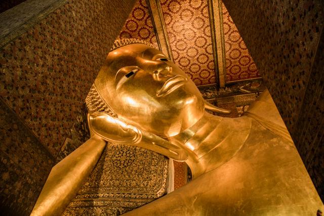 人気の観光地ワットポーの涅槃仏