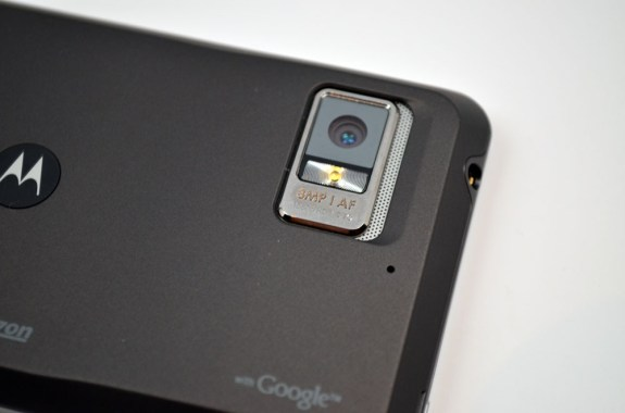 Motorola-Droid-Bionic-camera-575x3801