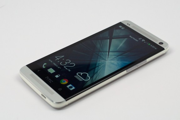 The HTC One users a 4.7-inch design.