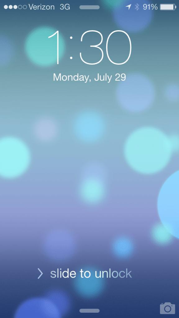 The new lockscreen in iOS 7 beta 4.