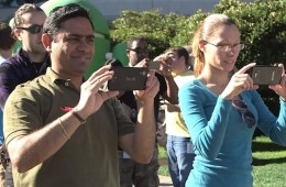 This man was caught on video on the day that Google unveiled Android 4.4 KitKat sporting a phone that may be the Nexus 5.