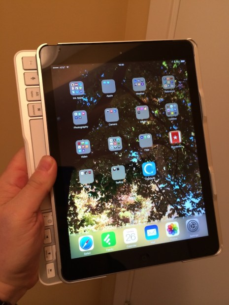 iPad Air slid over Keyboard