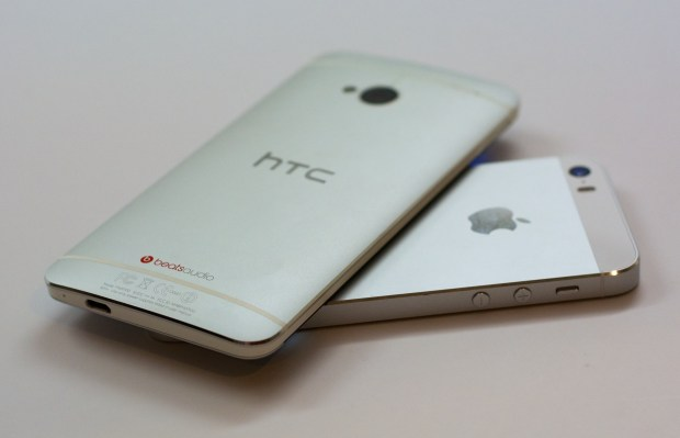 The HTC One and iPhone s5s share design traits.