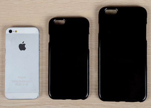 These cases show the possible size differences between the iPhone 5s and iPhone 6.