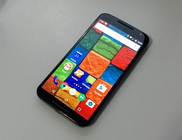 Apps and features work well on the AT&T Moto X Android 5.0.2 update.