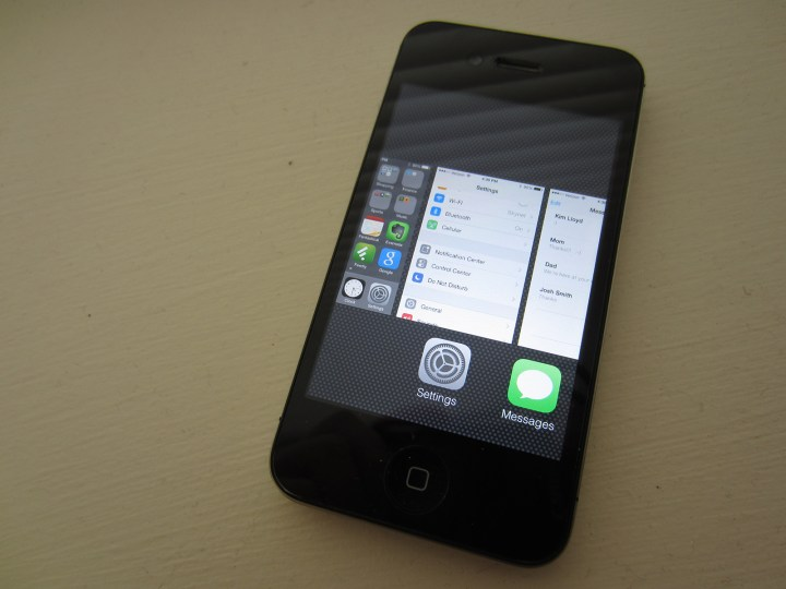 Read user iPhone 4s iOS 8.2 reviews to figure out if you should install.