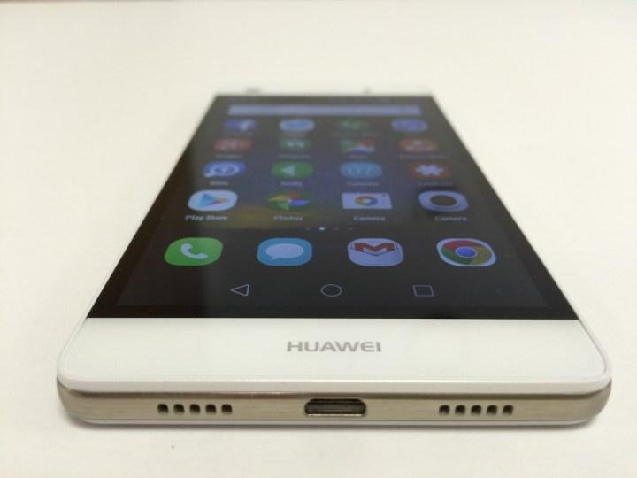 Huawei P8 Lite bottom edge
