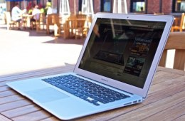 Should I Get a Macbook or Macbook Pro for College?