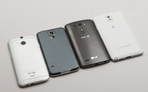 The LG G3 to the right of the Galaxy S5 shows a similar size despite a much bigger screen.