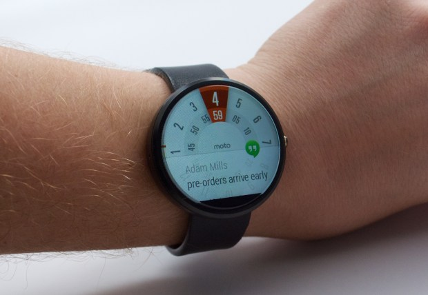 See the time and your notifications on the Moto 360.