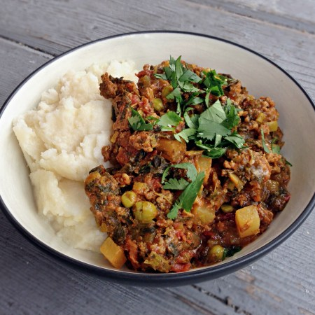 Paleo Palak Keema (Ground Beef Curry) -- GracefullyPrimal.com