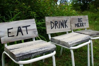 How to convert old chairs into fun end tables and extra seating with barn wood and stenciling, make them look like old signs - eat, drink and be merry!