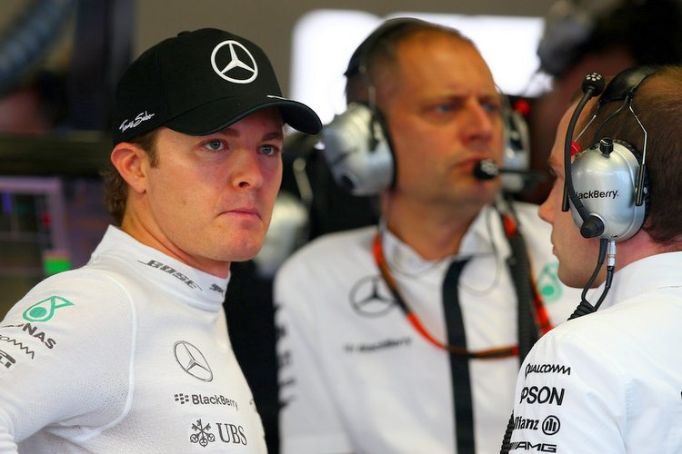Nico-Rosberg-F1-Grand-Prix-Singapore-Qua