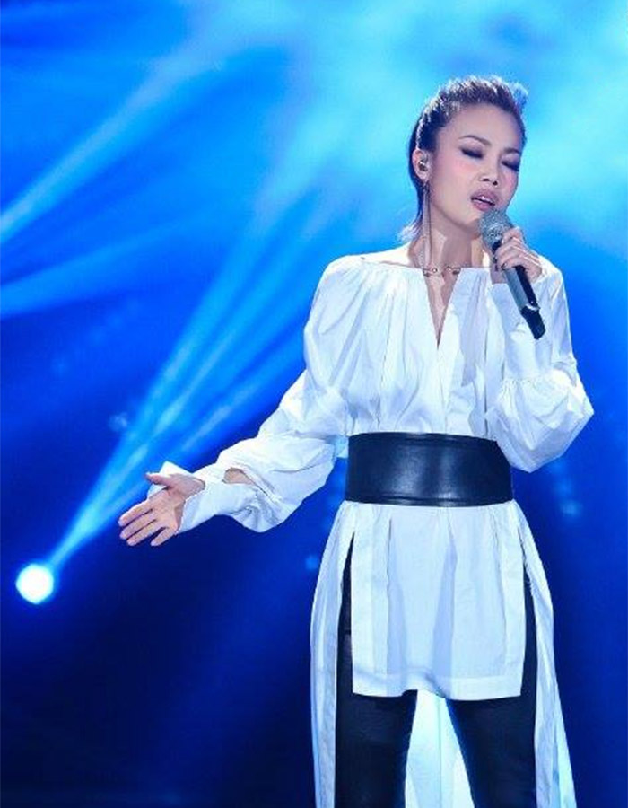 Joey Yung in I Am A Singer 4 Round 8