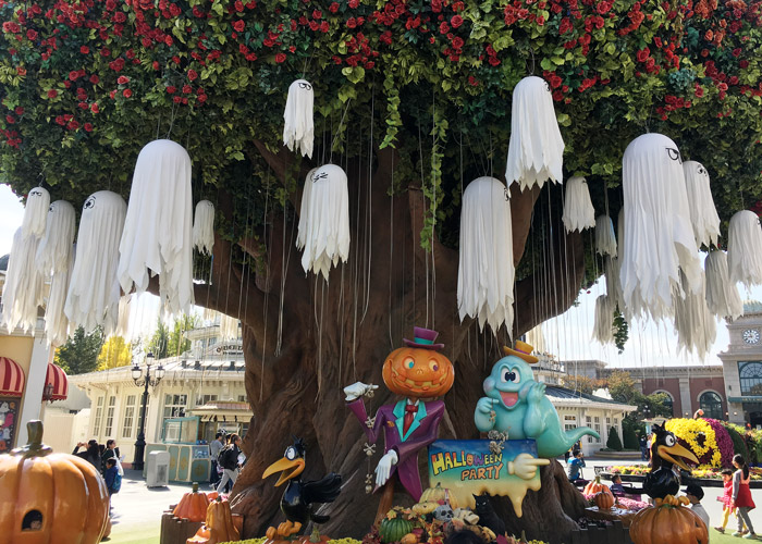 Halloween decorations at Everland