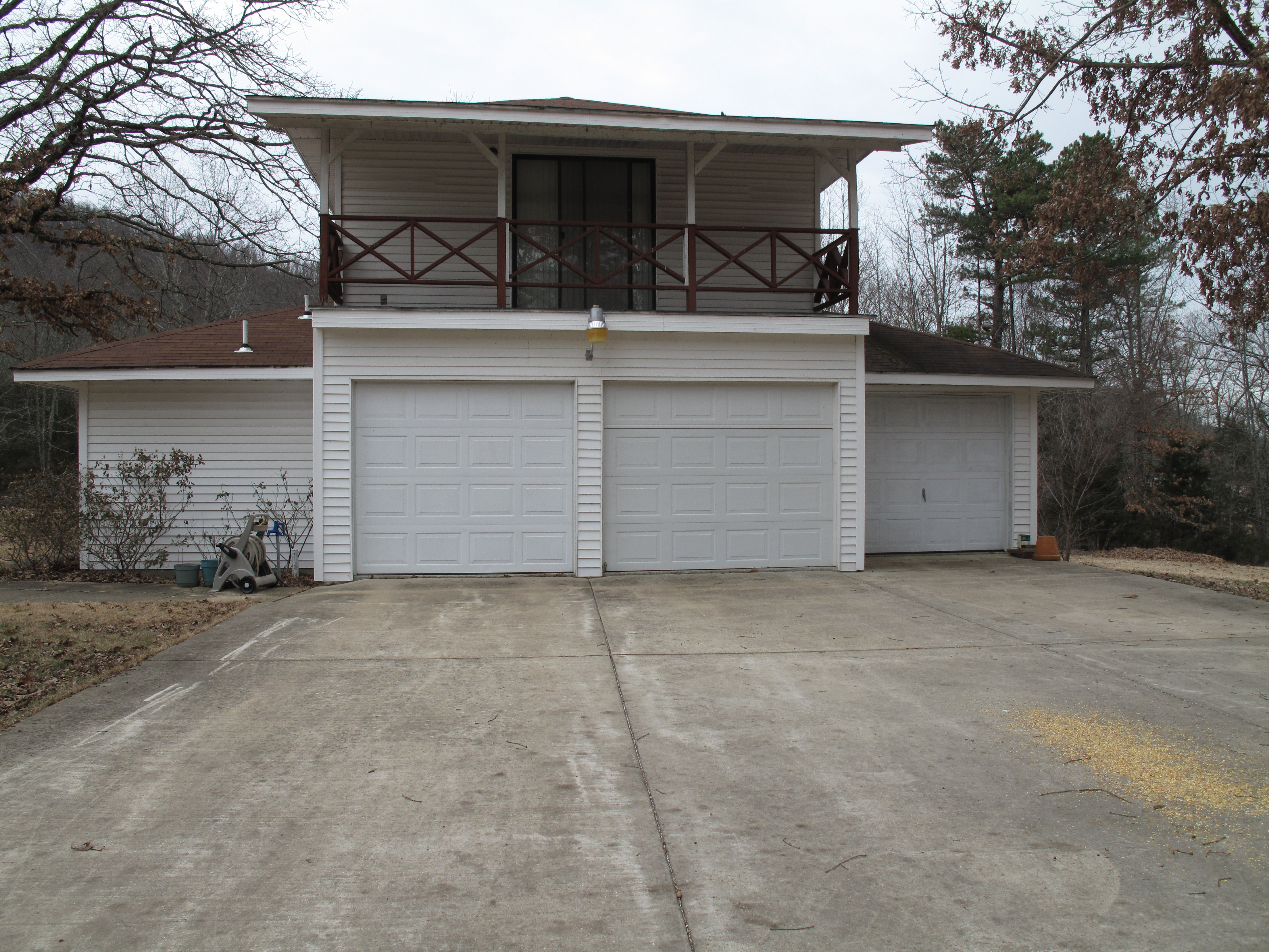 3 bay detached garage with apartment green partee real for Two bay garage