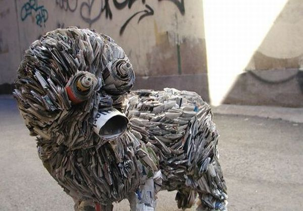 Animal sculptures from old newspapers