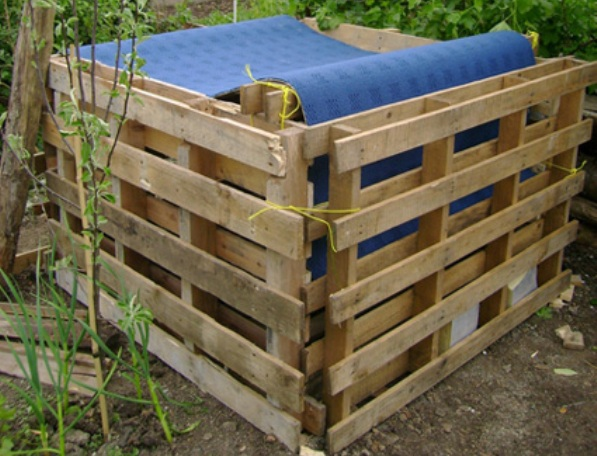 How To Make A Compost Bin Using Recycled Wood Pallets