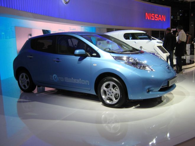 image046 Paris Motor Show 2010: Nissan LEAF Charged by 50 kW Charger From Epyon Power