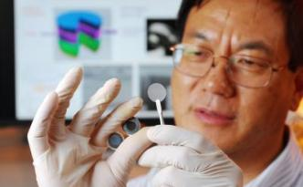 Georgia Tech researcher Zhong Lin Wang holds the components of a new self-charging power cell that uses piezoelectric materials to directly convert mechanical energy to chemical energy. The chemical energy can be released as electricity.