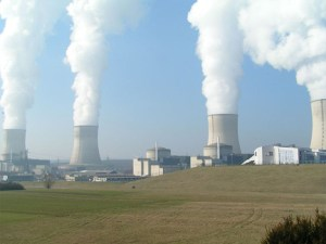 france nuclear plant 300x225 How Many Billions France Would Lose in Case of a Nuclear Accident