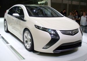 1024px Opel Ampera 300x211 GM VP Sparks Speculation: Next Chevy Volt With Smaller Battery?