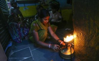 who-air-pollution-indoor-cook-stove-01_78054_990x742