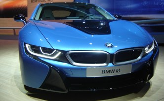 BMW i8 extended-range electric vehicle could charge in as little as 90 minutes - wirelessly!