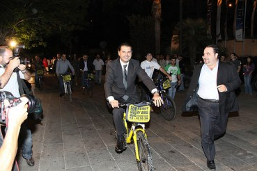 "Lebanese High Society Bike Down Green Carpet to Watch ""The Age of Stupid"""