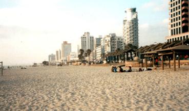 Leaked Poop Forces 2 Tel Aviv Beach Closures
