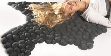 Carpet Made From Pebbles Gives Great Foot Massage